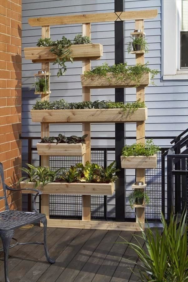balcones decorados con plantadores 12