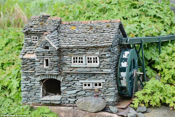 15 casas de piedra en miniatura para hacer su jard n for Jardines de madera y piedra