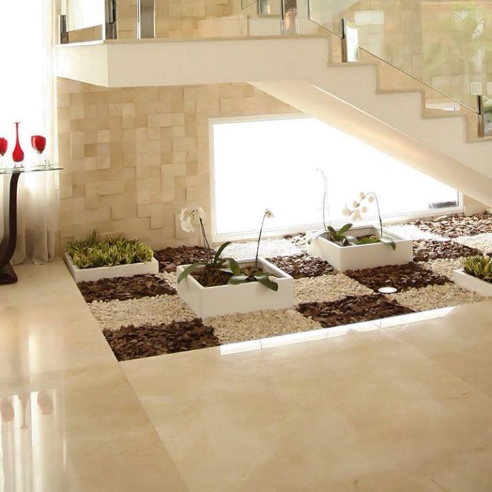 20 ideas extraordinarias decorar bajo la escalera con for Piedras para decorar plantas