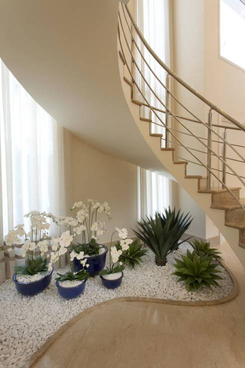 20 Ideas Extraordinarias Decorar Bajo La Escalera Con Guijarros Y - Decoracion-de-escaleras