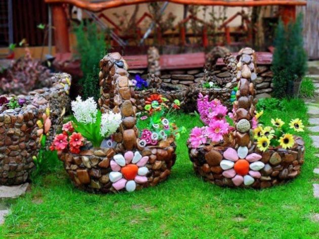 20 hermosas ideas para decorar tu jard n con piedras for Reciclaje jardin y decoracion