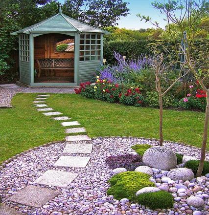 15 las mejores ideas para decorar con piedras tu jard n for Jardines cesped artificial piedras