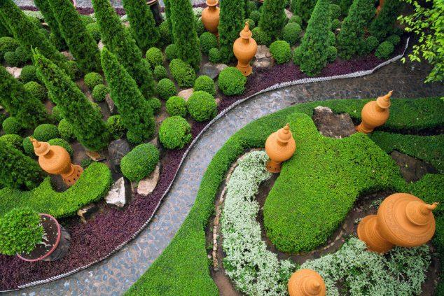 senderos y caminos de piedras en el jardin 14